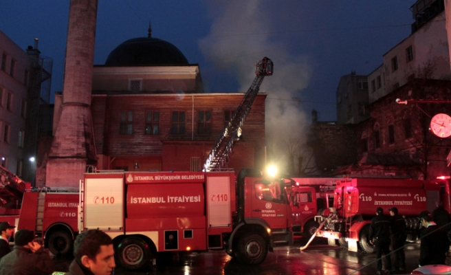 Fire damages historic mosque in İstanbul