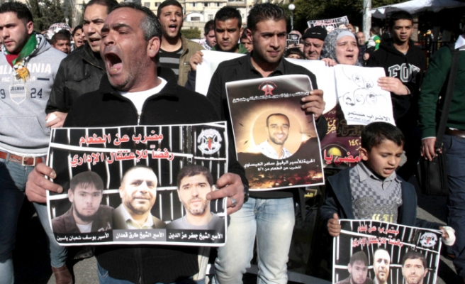 Haniyeh calls Egypt over Palestinian hunger-strikers