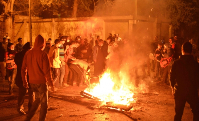 Egyptian protestors set on fire Police Department of Suez