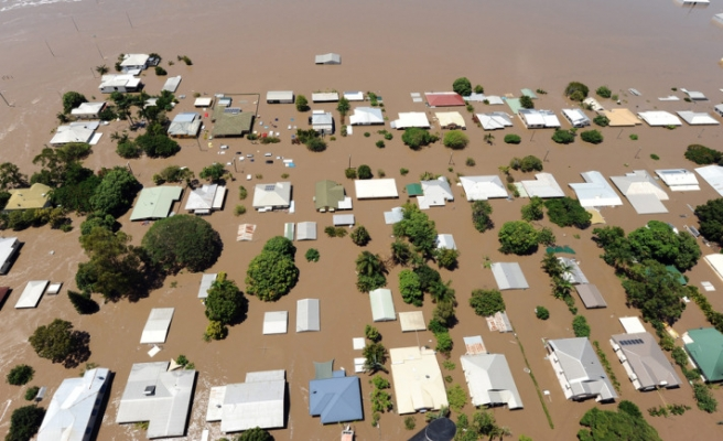 Evacuations ordered as cyclone closes in on Australia