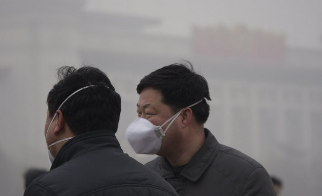 Beijing residents warned to remain indoors due to air pollution