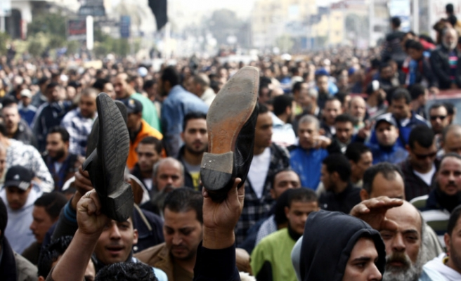 Protesters block ferries on Suez Canal