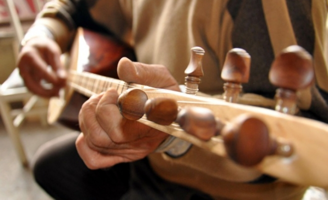 400 year old musicial instrument lives in Tunceli