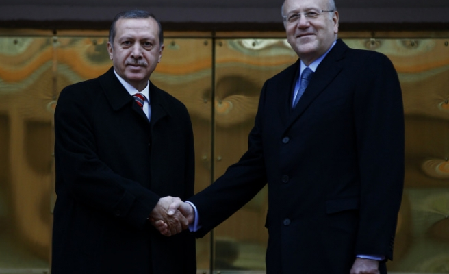 Turkish premier welcomes Lebanese counterpart
