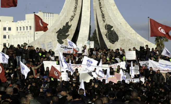 Tunisia ruling party calls for rally in capital