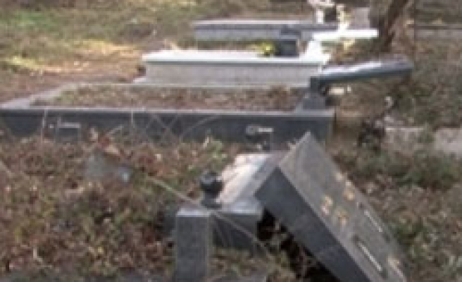 Albanian graves desecrated in Serbia