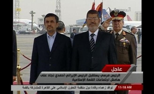 Iran's Ahmadinejad on historic Egypt visit