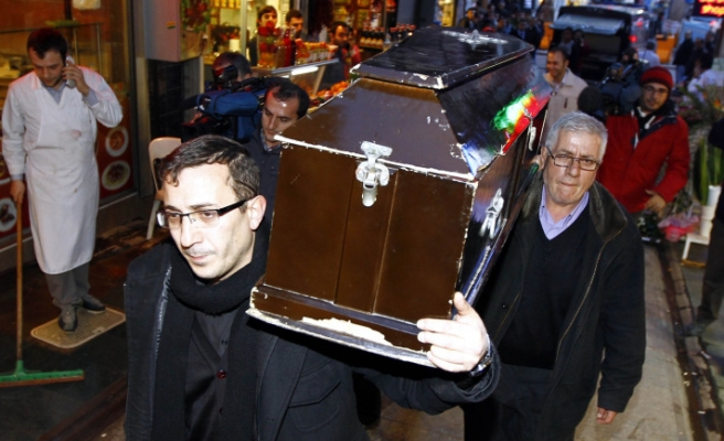 Funeral of US woman brought in a church in Istanbul