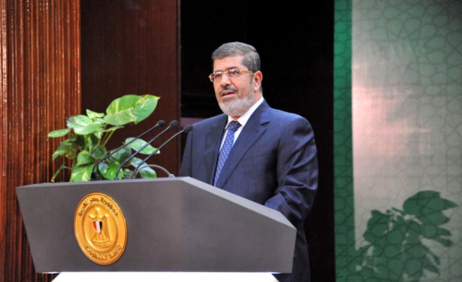 Mursi changes Egypt vote dates to meet Christian demand