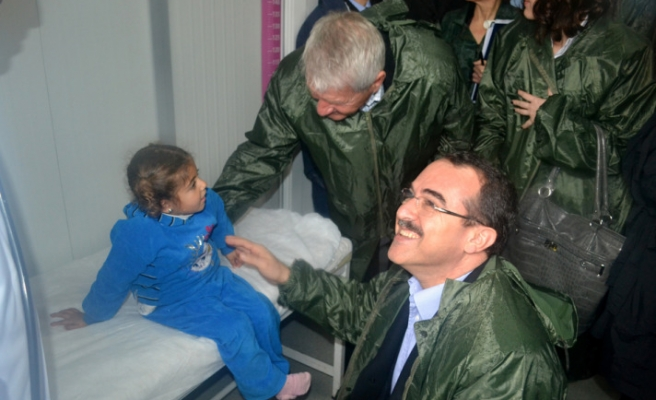 Turkish minister, SG of Council of Europe visit Syrian camp