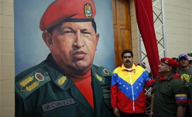 Venezuela to probe claims on Chavez cancer