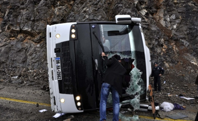 Bus of Chinese tourists overturns in Turkish city