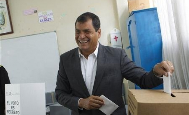 Ecuador's Correa dedicates his victory to Chavez