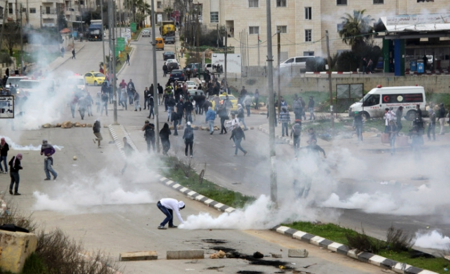 Israeli forces teargas Palestinian hunger strike protesters