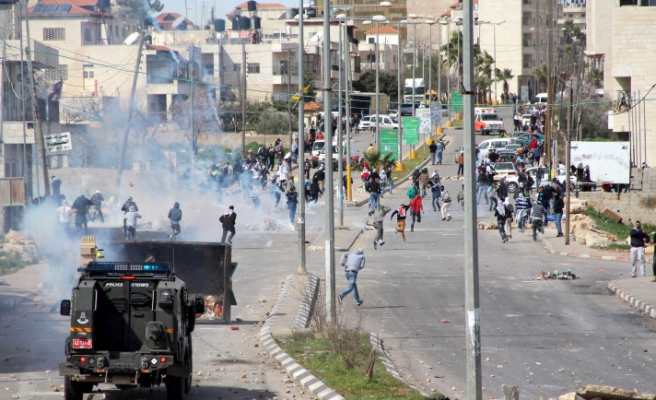 30 Palestinians injured in clashes in Ramallah