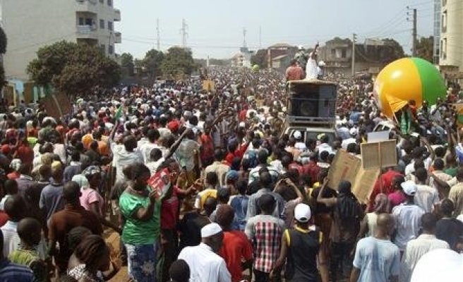 Protestors, police clash at Guinea opposition march