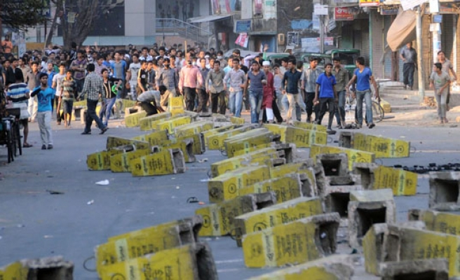 Bangladesh: former PM's house closed off ahead of protest
