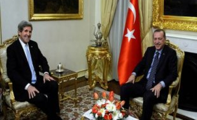 Kerry meets with Turkish President, PM