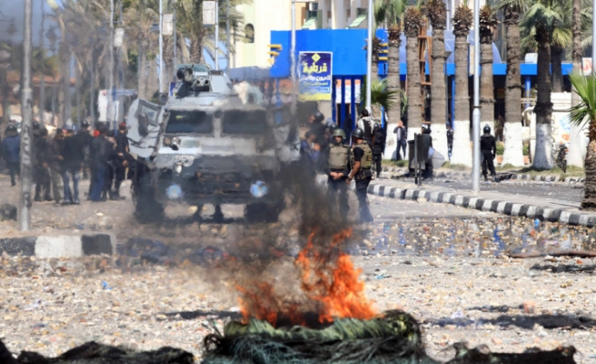 Port Said protesters clash with police