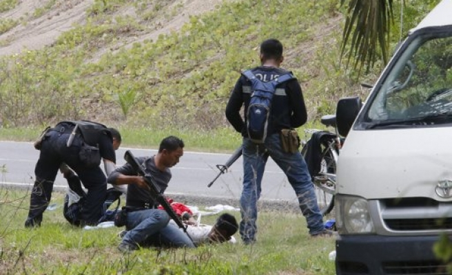 Malaysia, Philippines hunt for gunmen who killed police