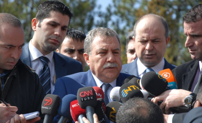Minister denies police caught bombing suspects in Latakia