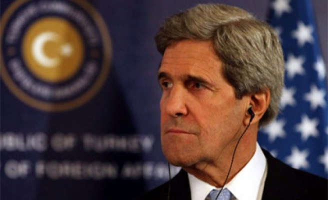 Kerry visits Oman for arms deal signing