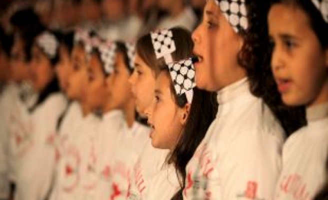Palestinian children unite in song
