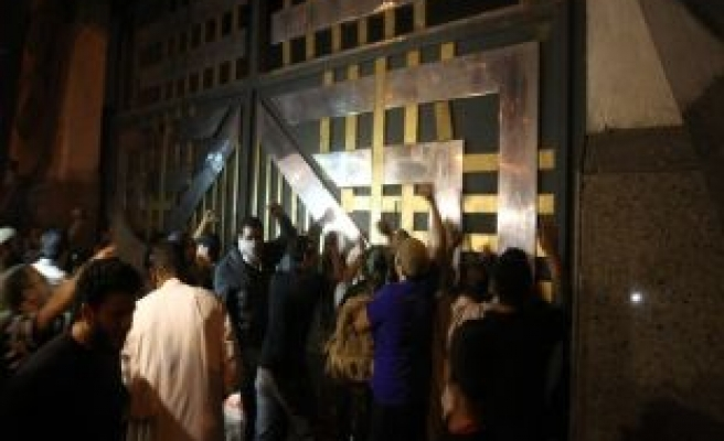 Egypt Salafists protest outside security HQ