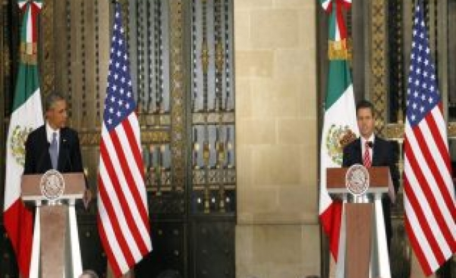 Obama visits Mexico; immigration, economy in focus
