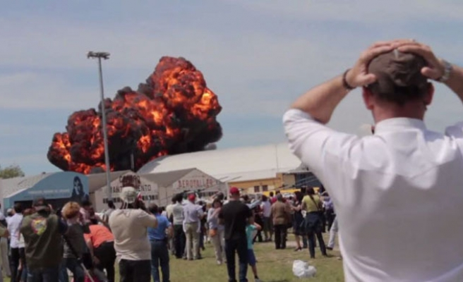 Command pilot killed at Madrid air show-VIDEO