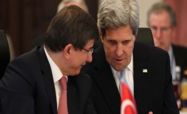 Turkish fm discusses Syrian issue with US counterpart