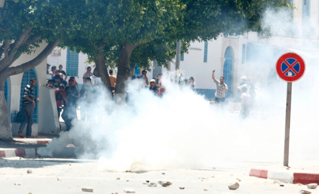 Tunisian protester killed in clash with police