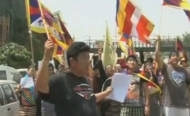 Tibetans hold protest against Chinese PM'S visit