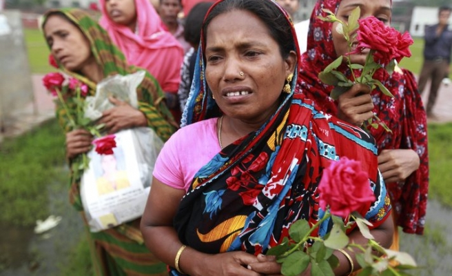 Relatives of collapse victims in Bangladesh cry