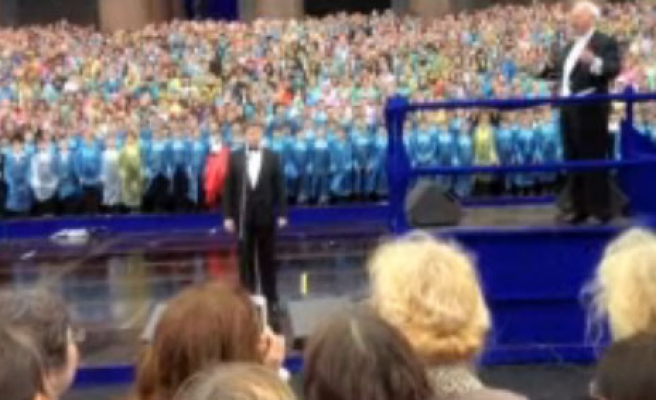 Choir of 4'335 performs in Russia