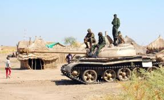 Sudanese rebels with tanks attack army base