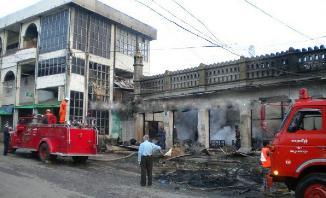 Buddhist mobs attack Muslim homes for second day-PHOTO