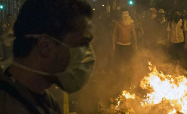 Rio asks for federal troops after gangs attack police