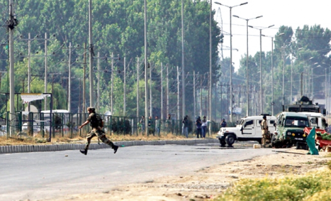 8 killed in attack in Indian Kashmir-UPDATED
