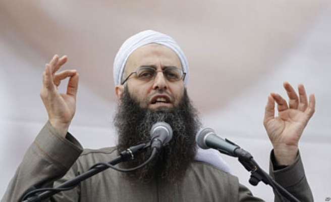 Lebanese demonstrators rally in support of Sheikh Assir