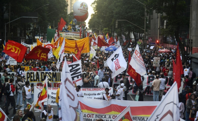 Brazil president confirms new protest bill