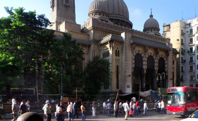 Morsi supporters plan leaving besieged mosque among worshippers