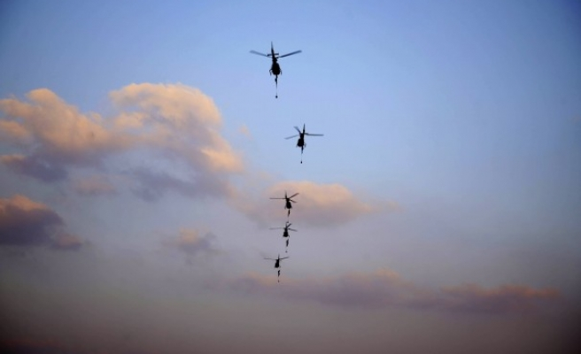 Army helicopters drop snipers above Ramses buildings