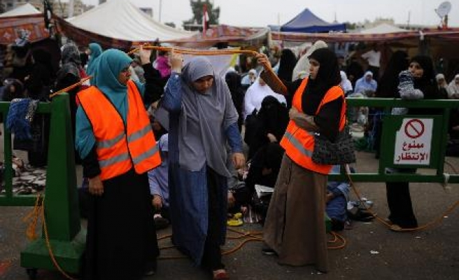 Morsi supporters create micro-world on protest street