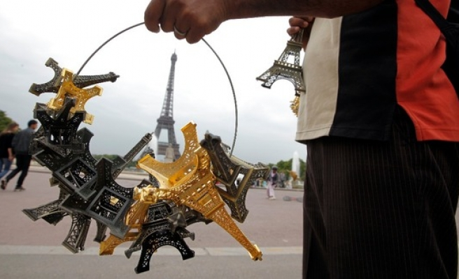Police seizes 60 tonnes of miniature Eiffel Towers