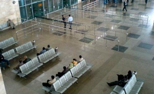 Egypt tightens measures on arrivals from four countries