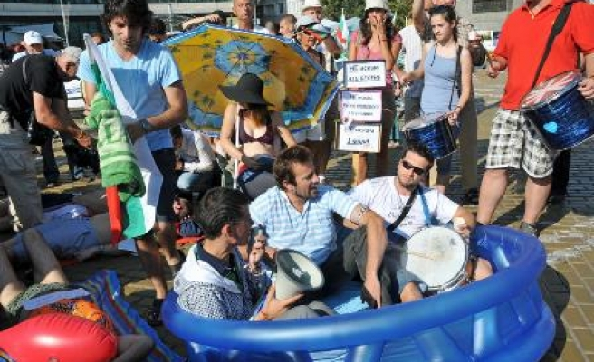 Bulgarians in swimsuits protest deputies' holiday plans