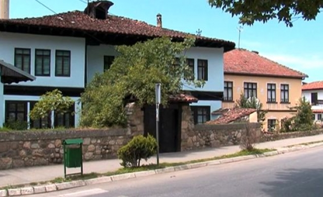 Kosovo's Prizren houses being restored-VIDEO