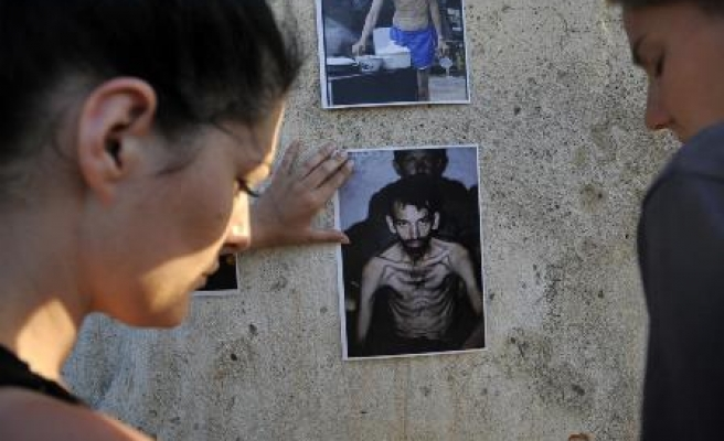 Survivors mark 21st anniversary of concentration camp closure