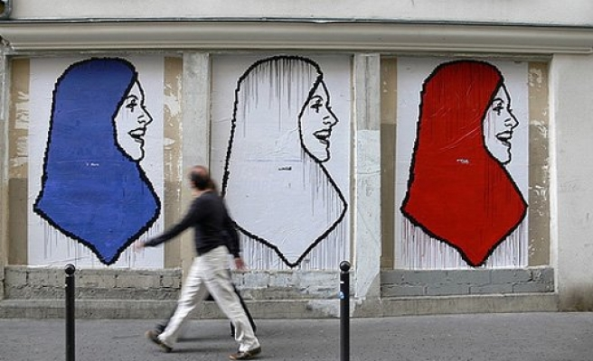 Headscarf ban urged in French universities